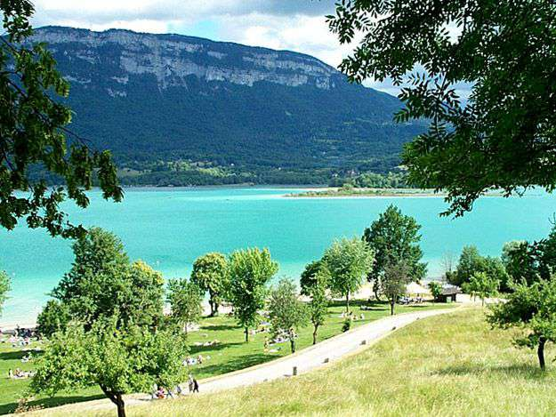 Camping le sougey in saint alban de montbel for Camping le bourget du lac avec piscine