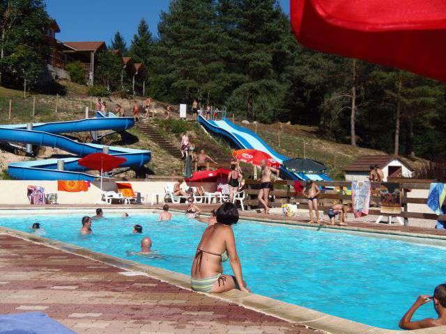 Camping les trois sources in calviac for Camping municipal dordogne avec piscine